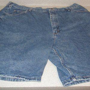 Mens Wrangler jean shorts size 42